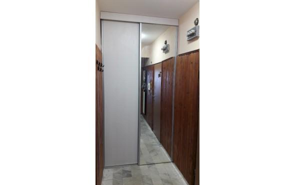 Затваряне на ниша в антре с плъзгащи врати