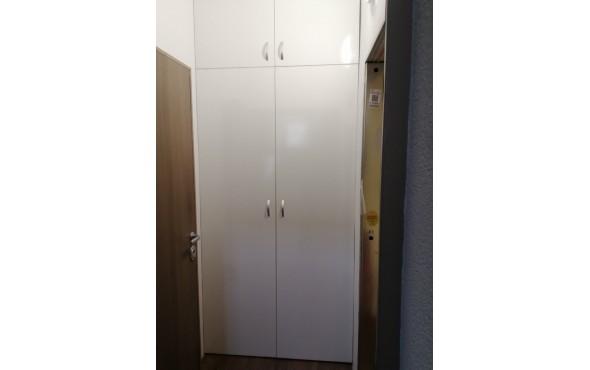 Вграден гардероб в антре