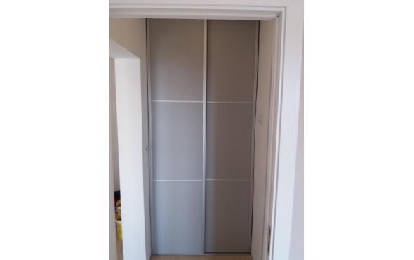 Затваряне на ниша с пералня с две плъзгащи врати