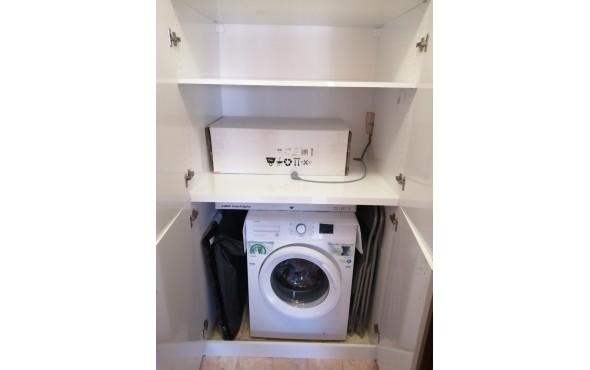 Шкаф за пералня в антре