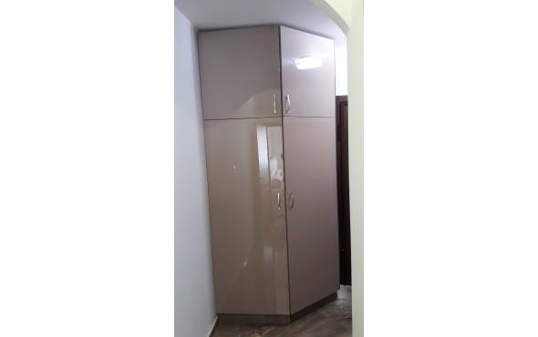 Скосен гардероб за пералня и сушилня