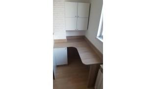 Бюро в ниша с шкаф