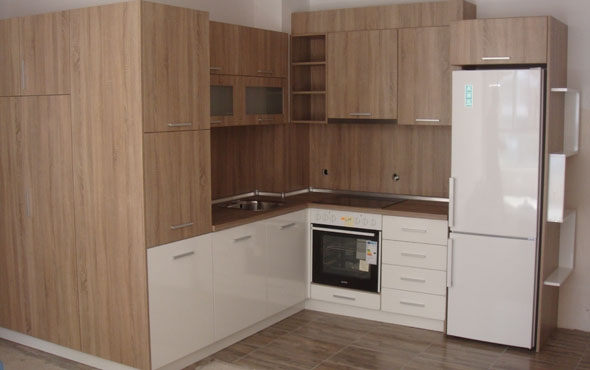 Кухня по индивидуален проект Фара 16 ПДЧ дъб бардолино/бял гланц