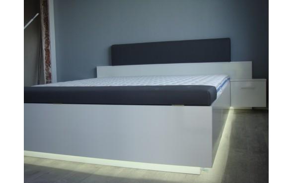 Спалня с LED осветление, две ракли и нощни шкафчета